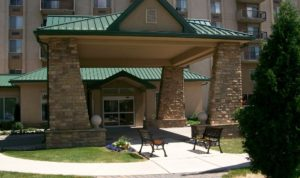 courtyard-at-our-allen-park-retirement-community